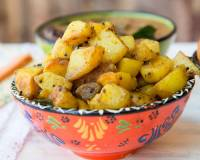 तीखा आलू रोस्ट - Spicy Potato Roast Recipe (Recipe In Hindi)