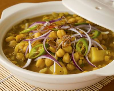 Aloo Chana In Mint Coriander Gravy Recipe