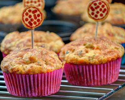 Cheesy Vegetarian Pizza Muffins Recipe