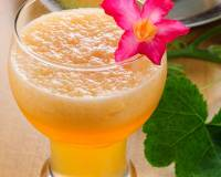 Cantaloupe Pomegranate and Mint Juice Recipe