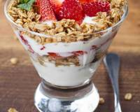 Strawberry Yogurt Breakfast Parfait Recipe