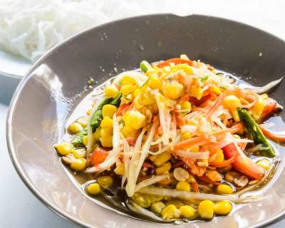 Thai Spicy Green Papaya Salad Recipe With Sweet Corn - Som Tum Khao Pod