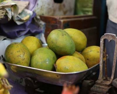 Seasons First Mangoes and A Trip to the HAL Market in Bangalore